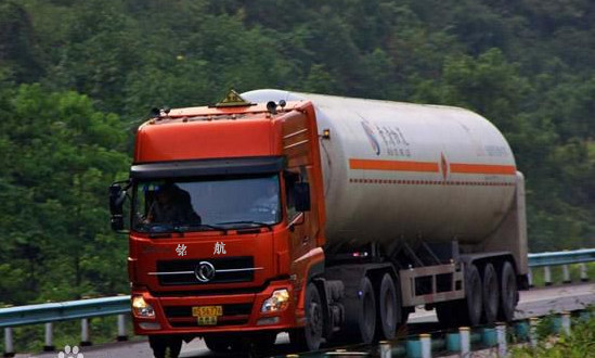 3类易燃液体罐装运输车